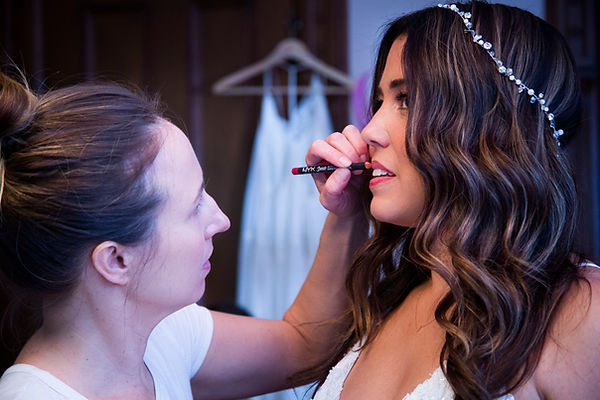 Makeup artist putting makeup on bride at her wedding - Wedding photography - Backyard wedding
