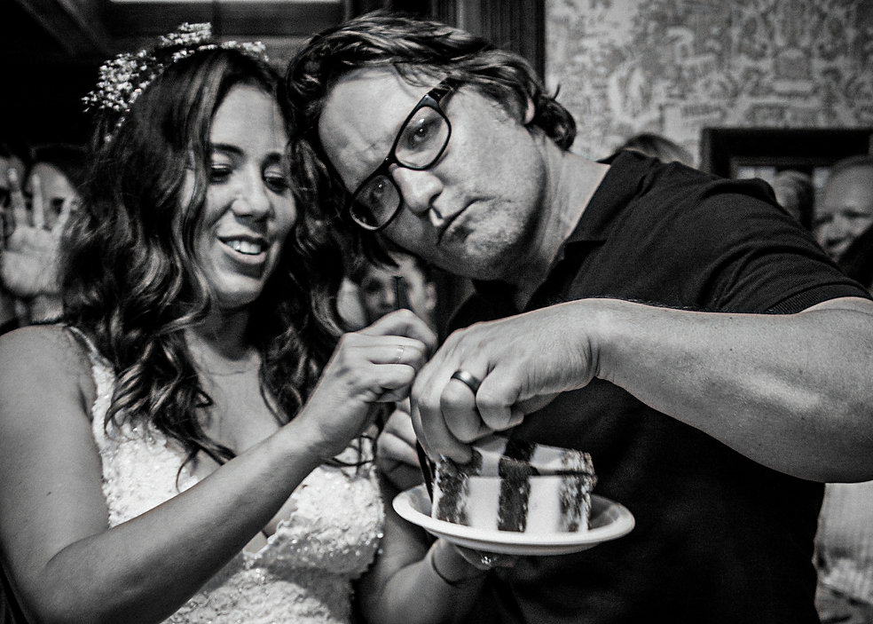 Bride and groom with wedding cake  - Wedding photography - Black and white photography