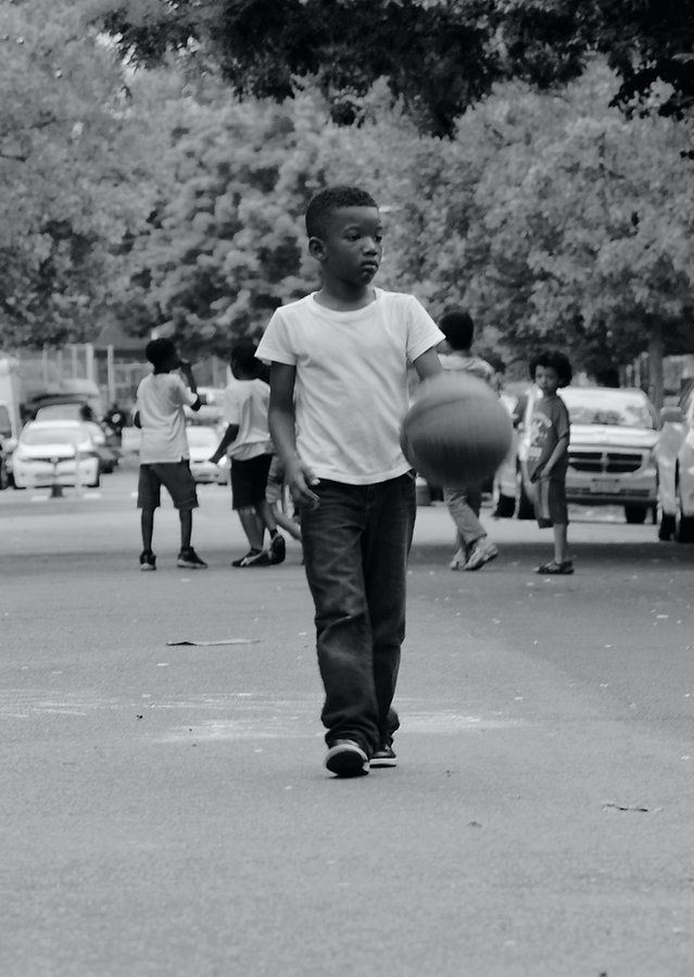 Yojng boy with basketball in Brooklyn street - Black and white photography