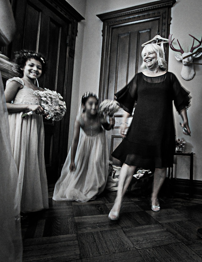 Mother of the bride dancing with bridesmaids - Backyard wedding - Black and white photography