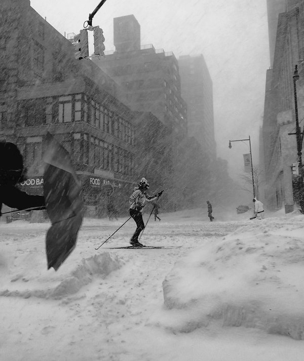 Woman ski - Snow in NYC street - Black and white street photography