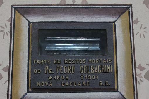 Parte dos restos mortais do Pe. Pedro Colabachini