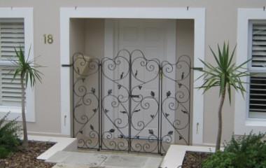 Curlycue_door_gate.jpg