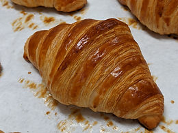 Plain croissantPXL_20201212_030424341.jp