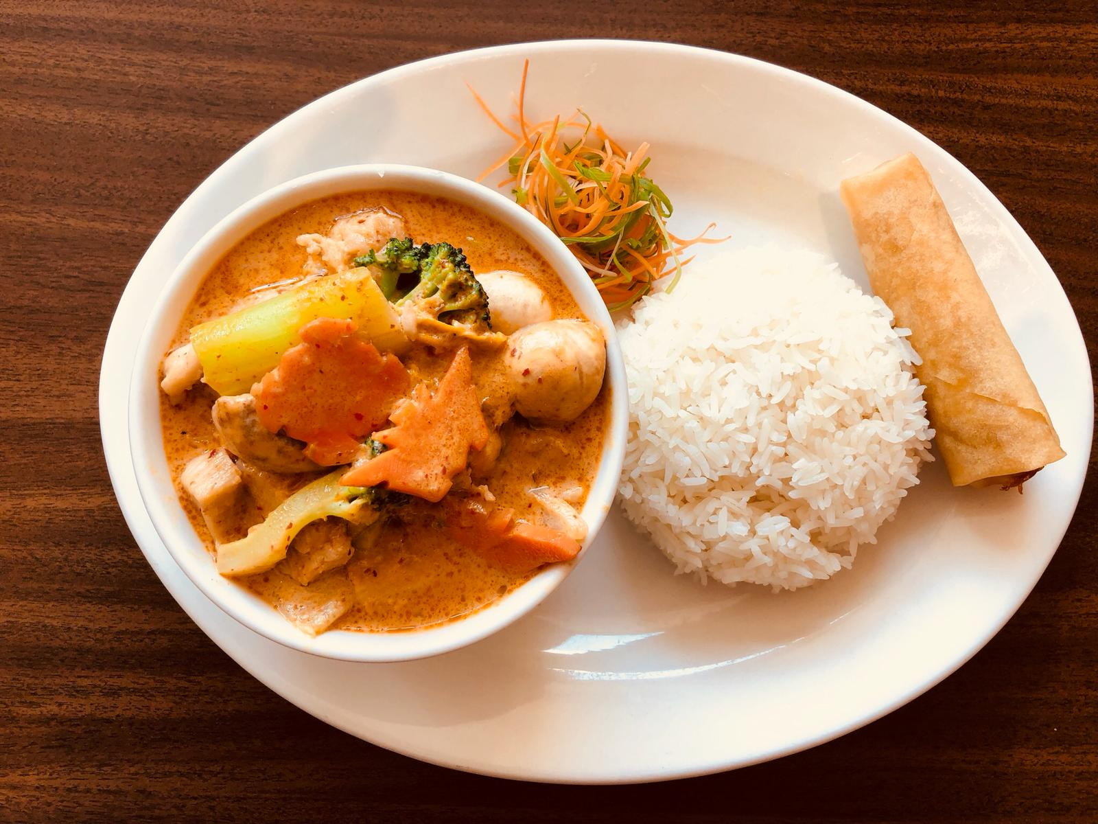 Lunch Special: Red Curry Chicken w/ Spring Roll
