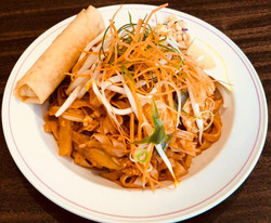 Lunch Special: Chicken Pad Thai w/ Spring Roll