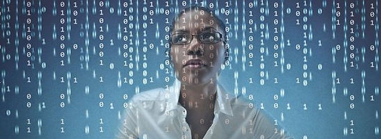 femme-code-développeur-©-Ollyy-Shutterst