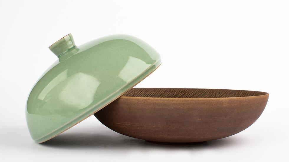 Comb-patterned dish and Celadon Lid Medium