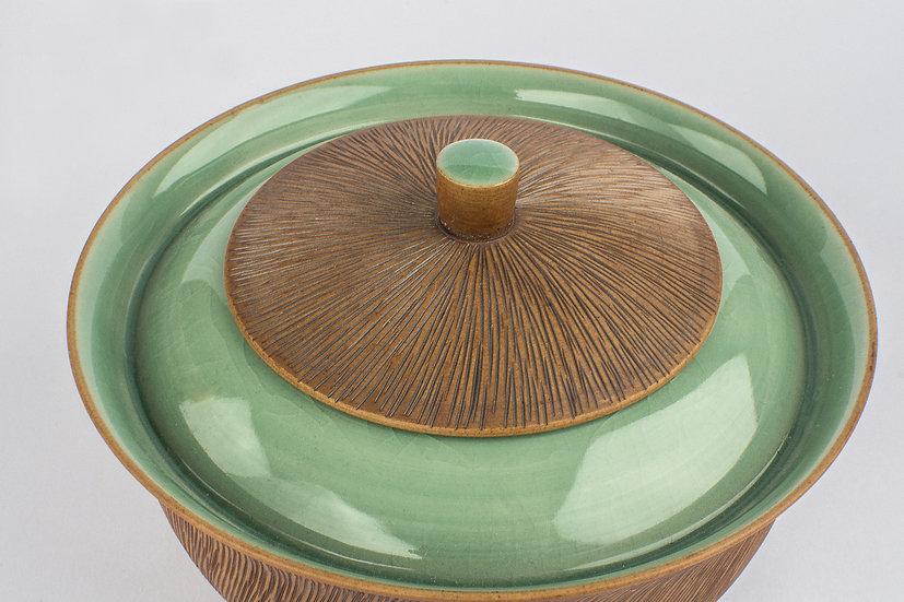 Comb-patterned & Celadon Lidded Bowl 2