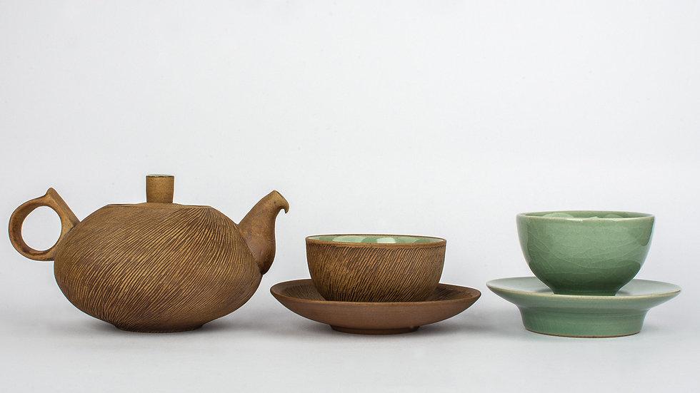 Comb-patterned and Celadon Tea Set