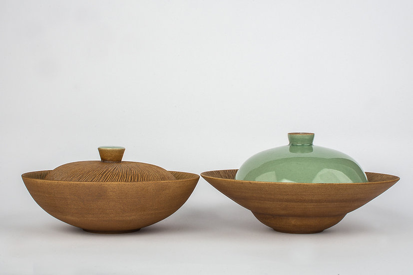 Comb-patterned and Celadon Lidded Dish Set