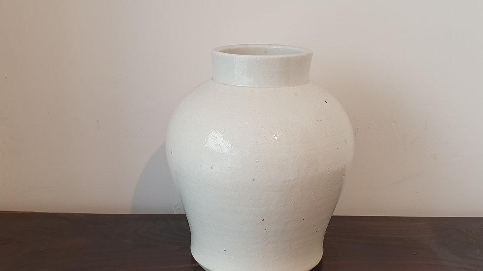 White Jar (Kim Dongjun)