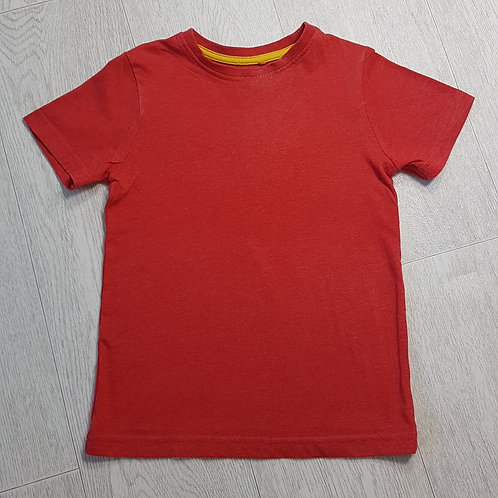 🏴TU. Red short sleeve top. Age 5 years.