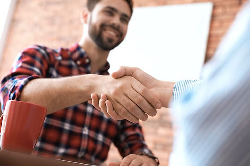 roofing-contractor-shaking-hands-with-cl