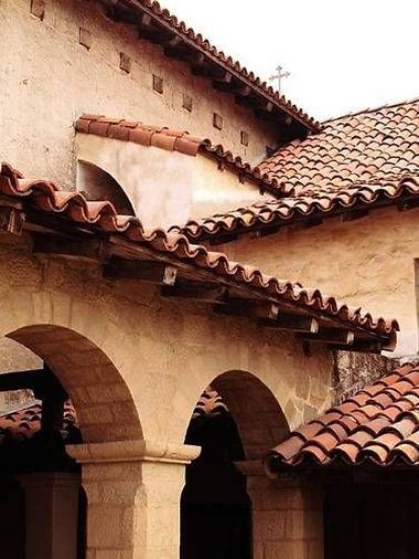 """img src=""""roofdesign.jpg"""" alt=""""spanish style tile roof"""">"""