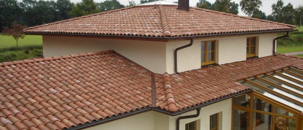 "img src=""rooftile.jpg"" alt=""red clay tile roof"">"
