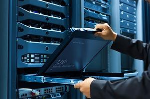 Man fix server network in data center ro