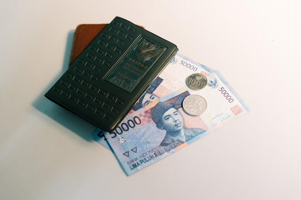 Budget Backpacker (Photo by bady abbas on Unsplash) BuLiBi Bukan Liburan Biasa