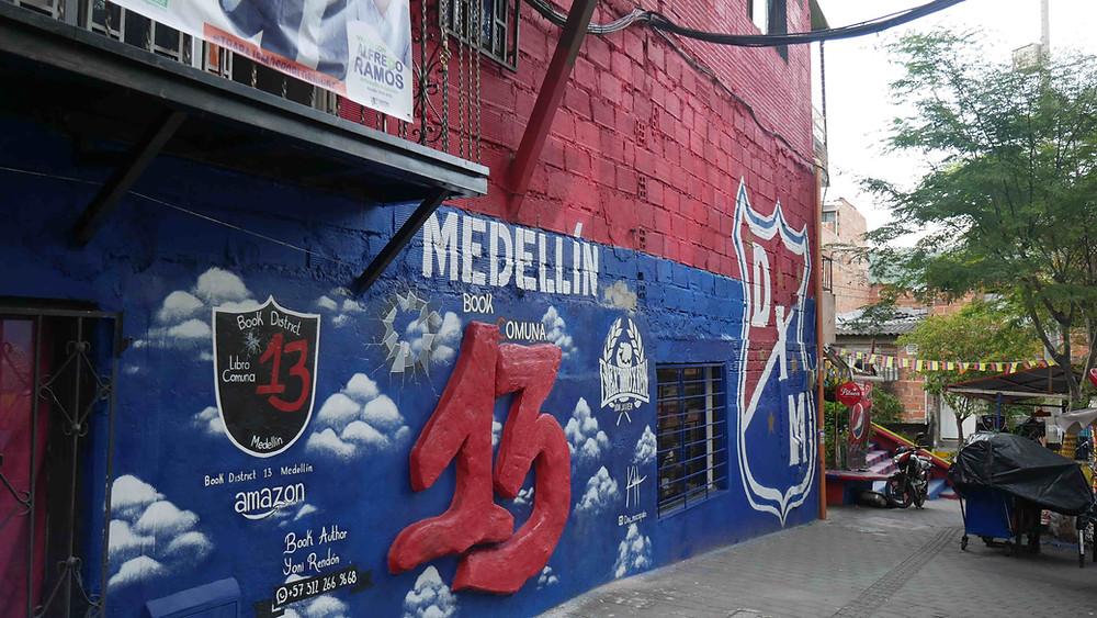 Dinding-dinding rumah di Comuna 13 penuh dengan karya seni (c) Arakita Rimbayana BuLiBi Bukan Liburan Biasa