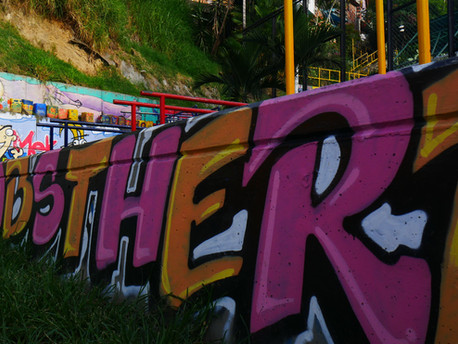 Comuna 13 Medellin: Tur Grafiti dengan Sejarah Kriminal dan Narkoba