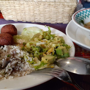 Tips Liburan #4: Cari Makanan Halal Di Luar Negeri