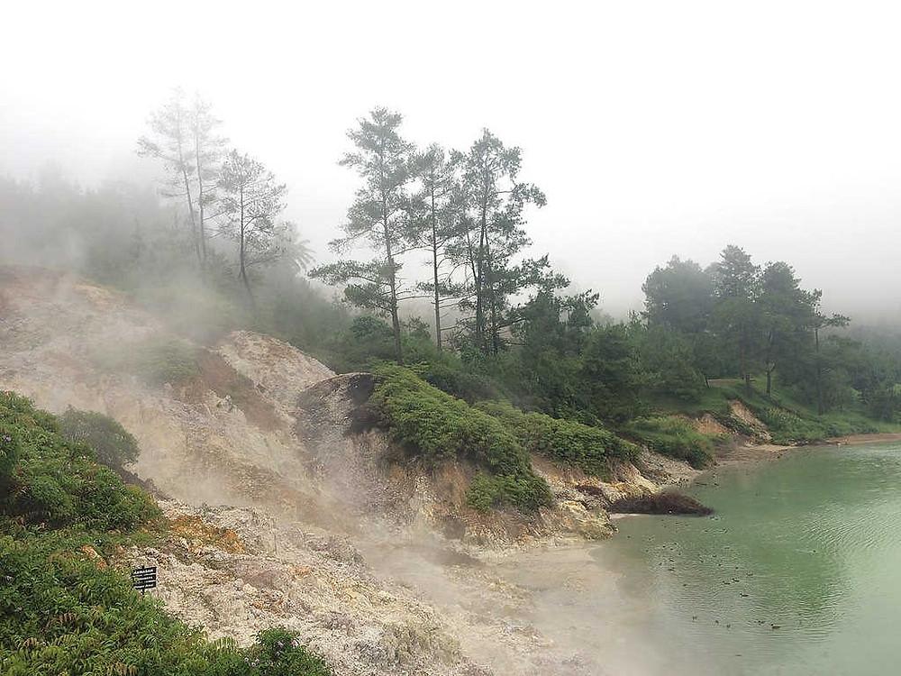 Danau Linow Tomohon (Photo: Wikipedia - Author: Deazaskia Prihutami / CC BY-SA (https://creativecommons.org/licenses/by-sa/4.0) BuLiBi Bukan Liburan Biasa