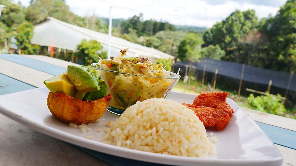 Hidangan utama Menu del Dia (c) Arakita Rimbayana BuLiBi Bukan Liburan Biasa