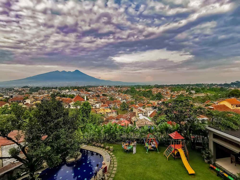 Tempat Wisata di Bogor (Photo by Kusumo Nugroho on Unsplash) BuLiBi Bukan Liburan Biasa