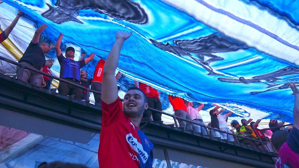 Di bawah bendera Independiente Medellin (c) Arakita Rimbayana Kolombia sepak bola amerika latin