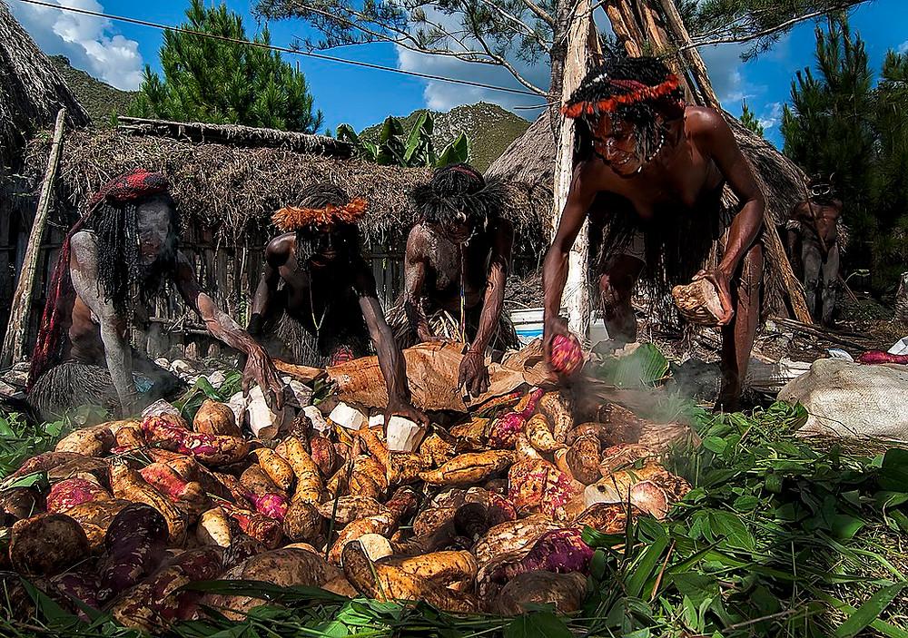 Upacara Adat di Indonesia (Photo: Wikipedia - Author: Keenan63 / CC BY-SA (https://creativecommons.org/licenses/by-sa/4.0) BuLiBi Bukan Liburan Biasa