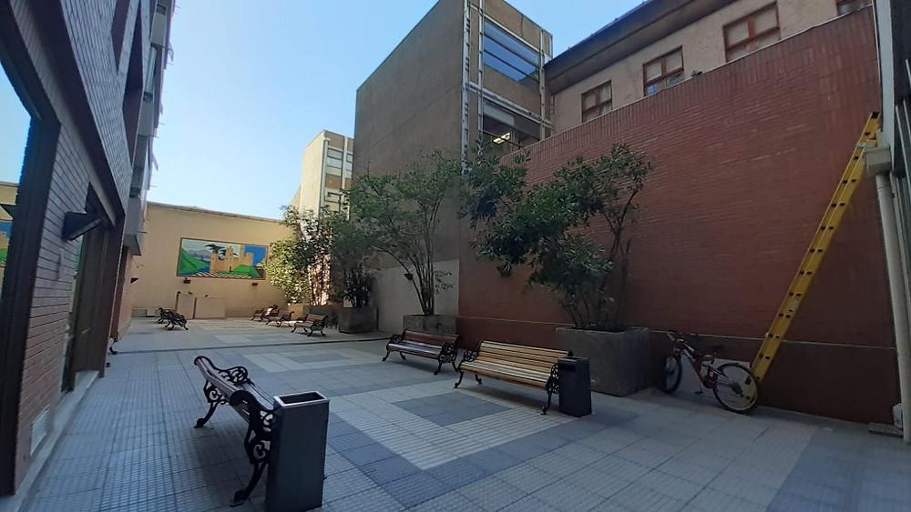Suasana taman apartemen yang kosong di Santiago, Chile (c) Arakita Rimbayana