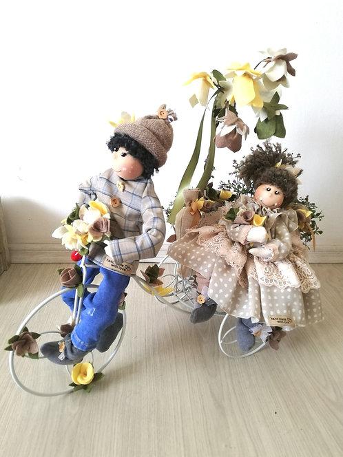 Decorațiune Lovers walk fetița și băiat dim. aprox. 50x55 cm.