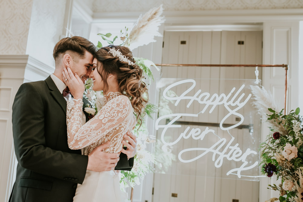 Neon sign happily ever after