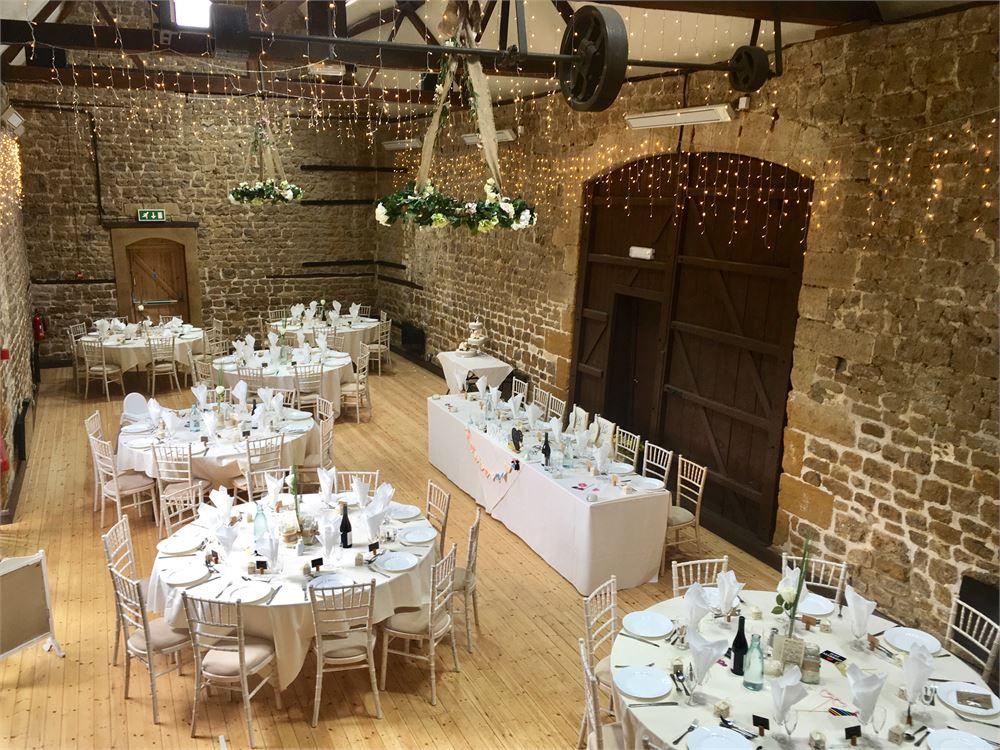 Northampton wedding The Barns at Hunsbur