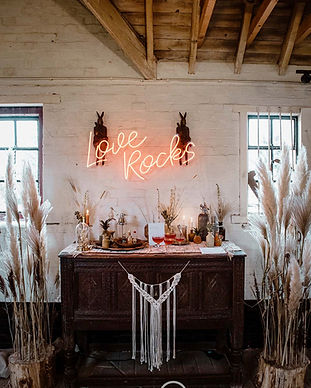 love rocks neon sign hire.jpg