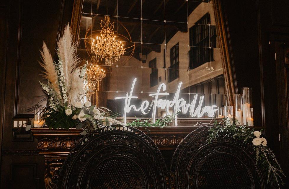 custom surname neon - hotel du vin
