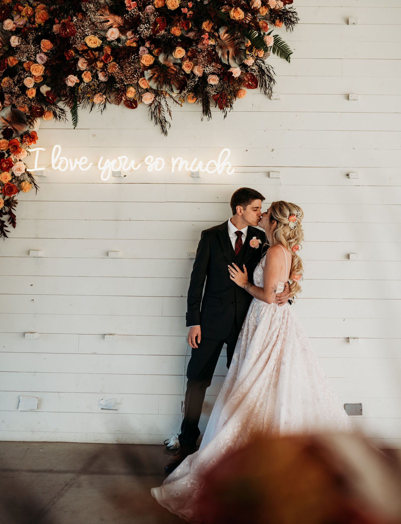 i love you so much wedding neon sign