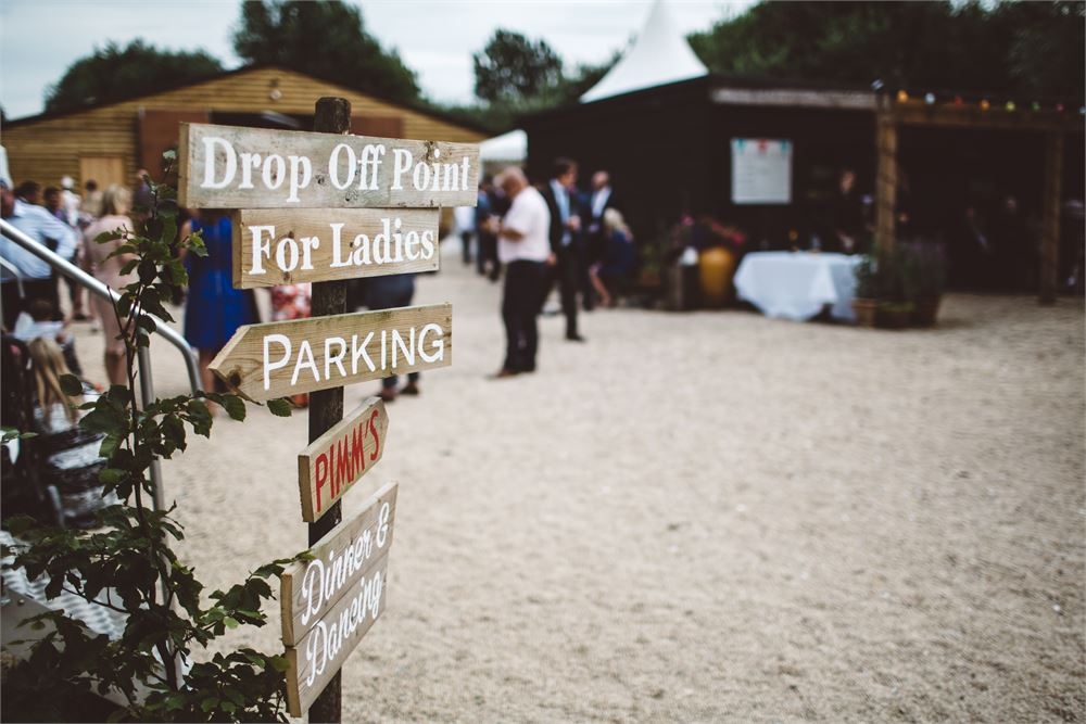 stadhampton wedding dj Acorn Barn