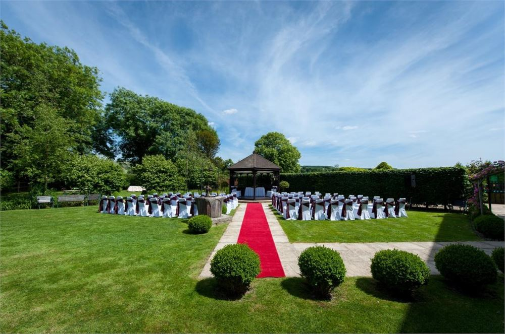 Outdoor ceremony at Deans Place Hotel