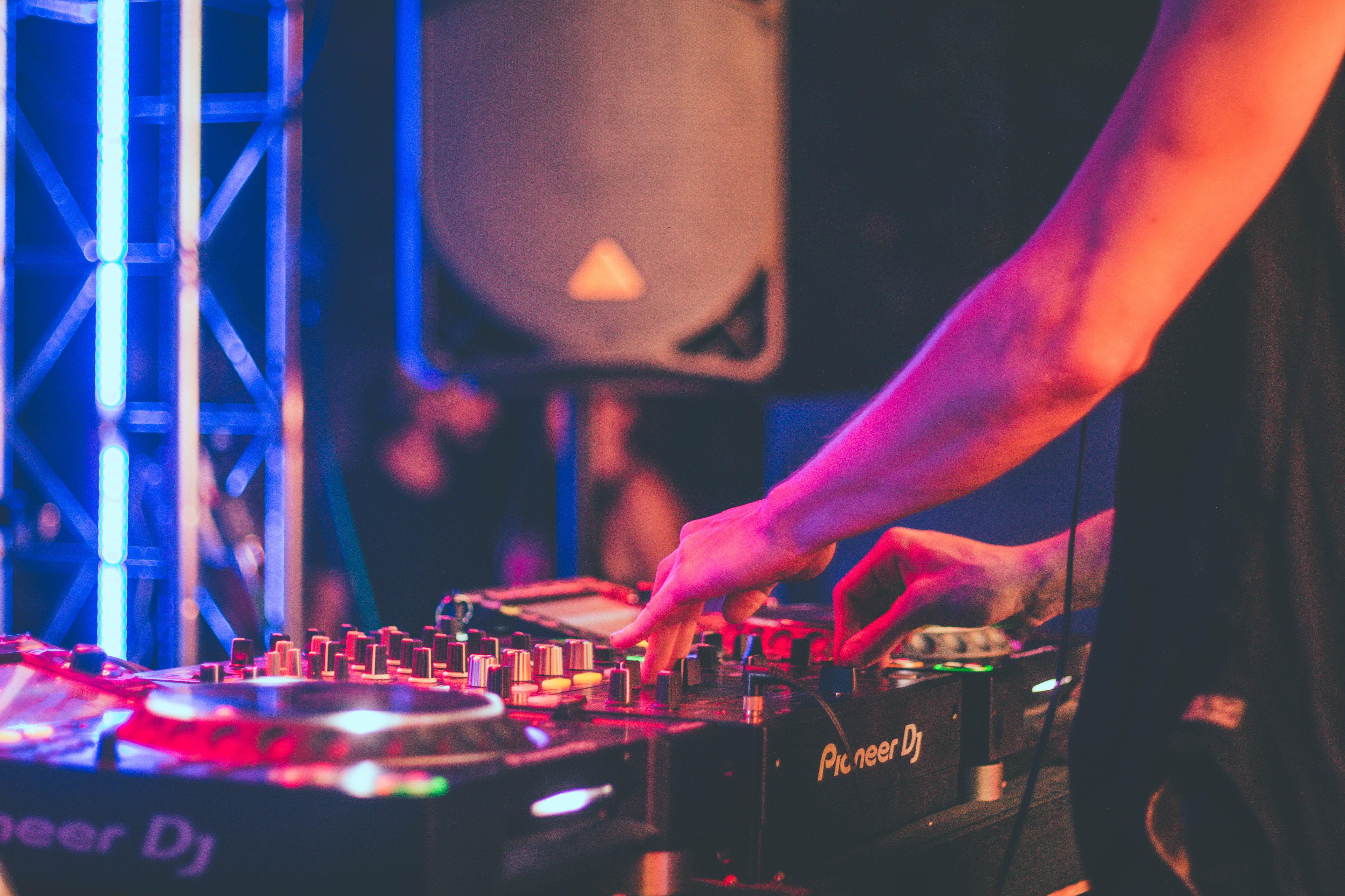 Oxford school party DJ