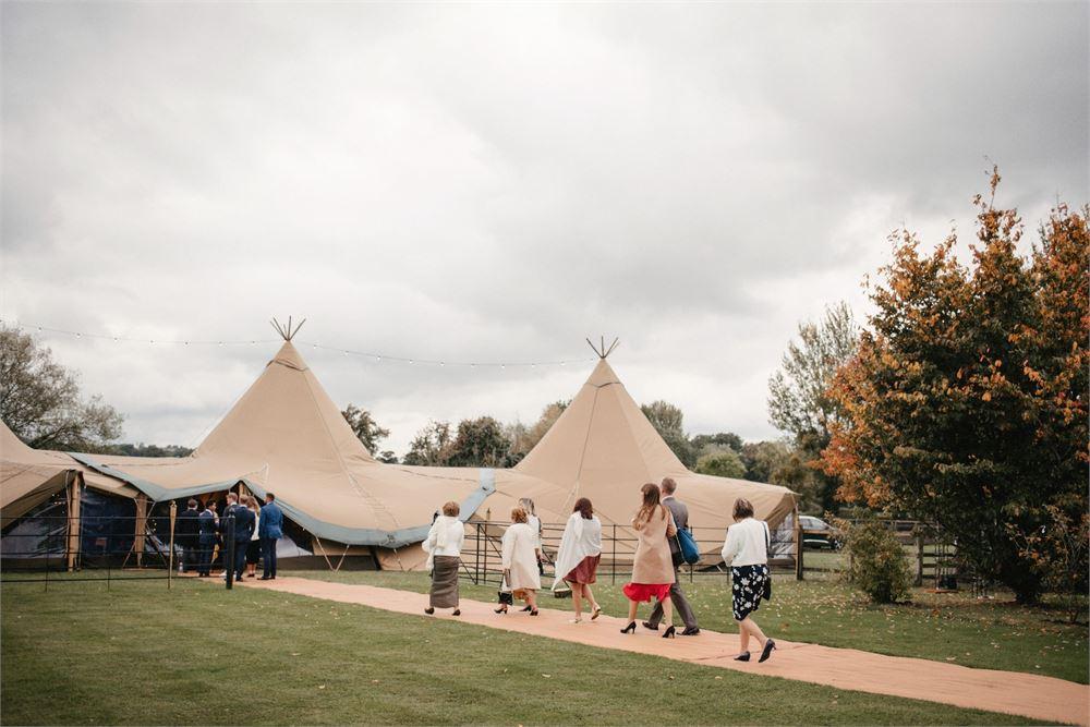 Hillside Farm Warwickshire Wedding DJ