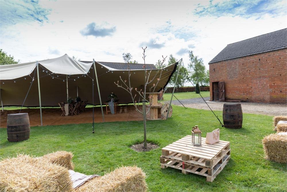 Bedfordshire wedding venue Eastfields Fa