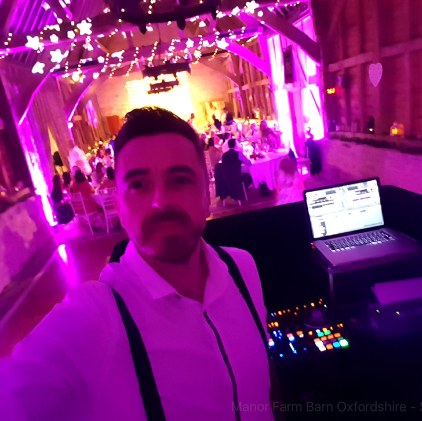 Wedding dj Manor Farm Barn Marsh Gibbon.