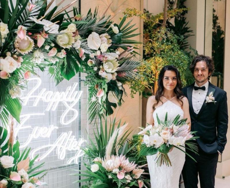 bucks wedding neons