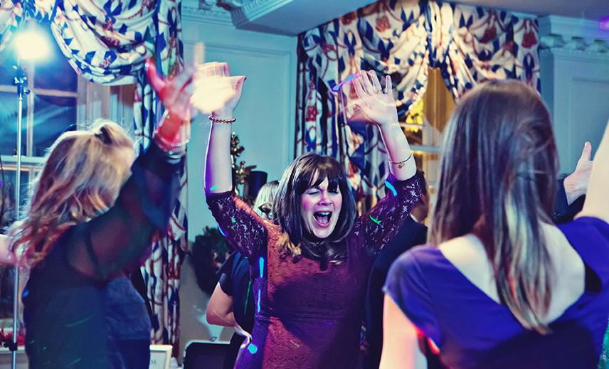 Red Lion Hotel Henley On Thames Wedding DJ - Paul & Liannes Wedding Reception