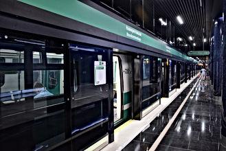 Станця метро Новокрестовская в Санкт-Петербурге