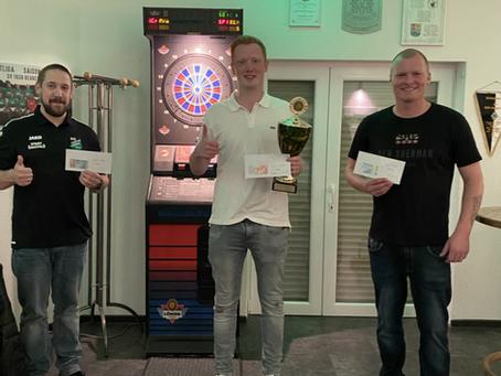 Julian Schneider gewinnt den SVH Darts-Sommercup