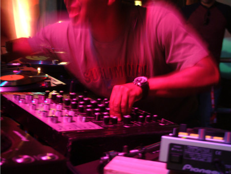 DJing Live: From Setup to Soundcheck