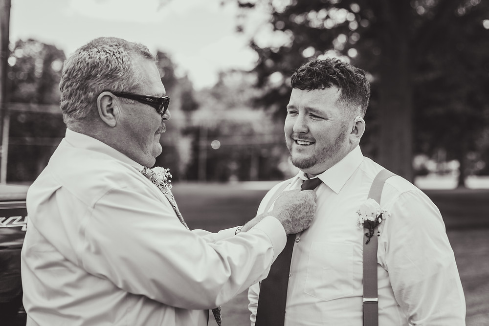 Dad helping groom, Chicagoland wedding photographer