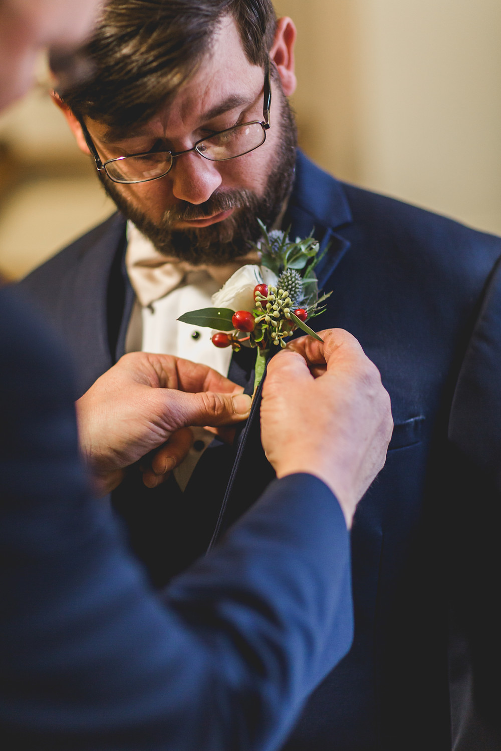 boutonniere, groom getting ready, wedding photographer located in Illinois, Chicagoland wedding photographer, professional photographer,